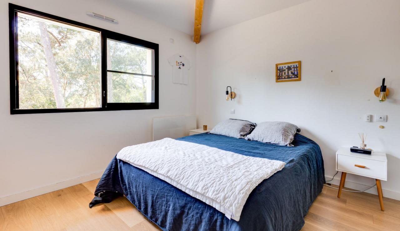 walk-to-beach-villa-estagnots-bedroom-2