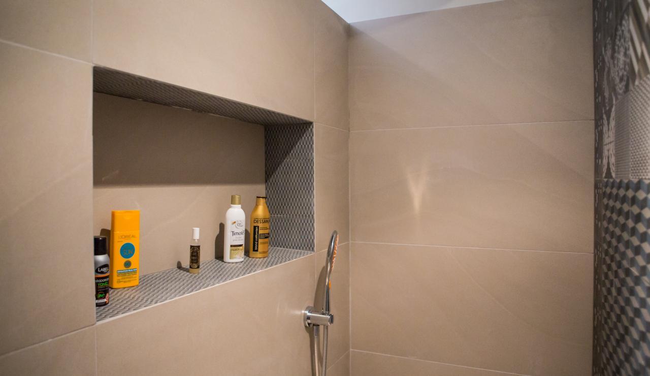 089 Maison Tarisse shower