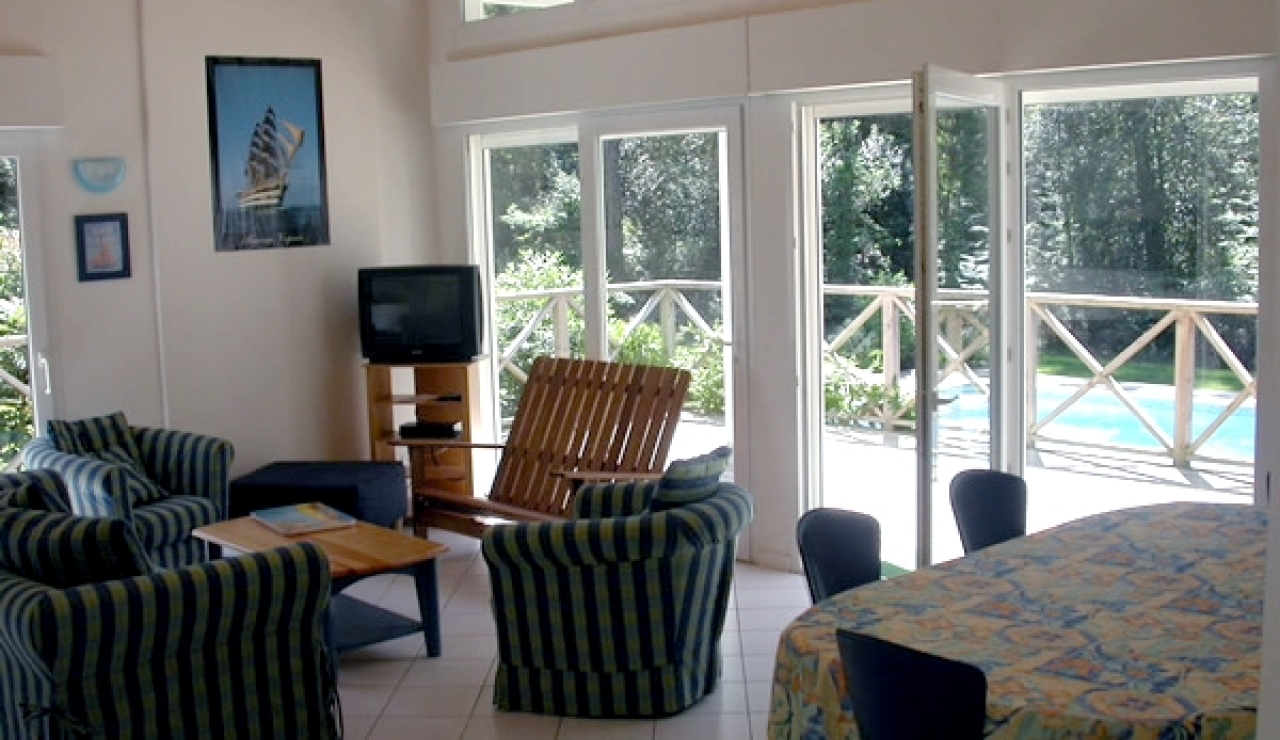 biscarrosse-villa-with-pool-living-room