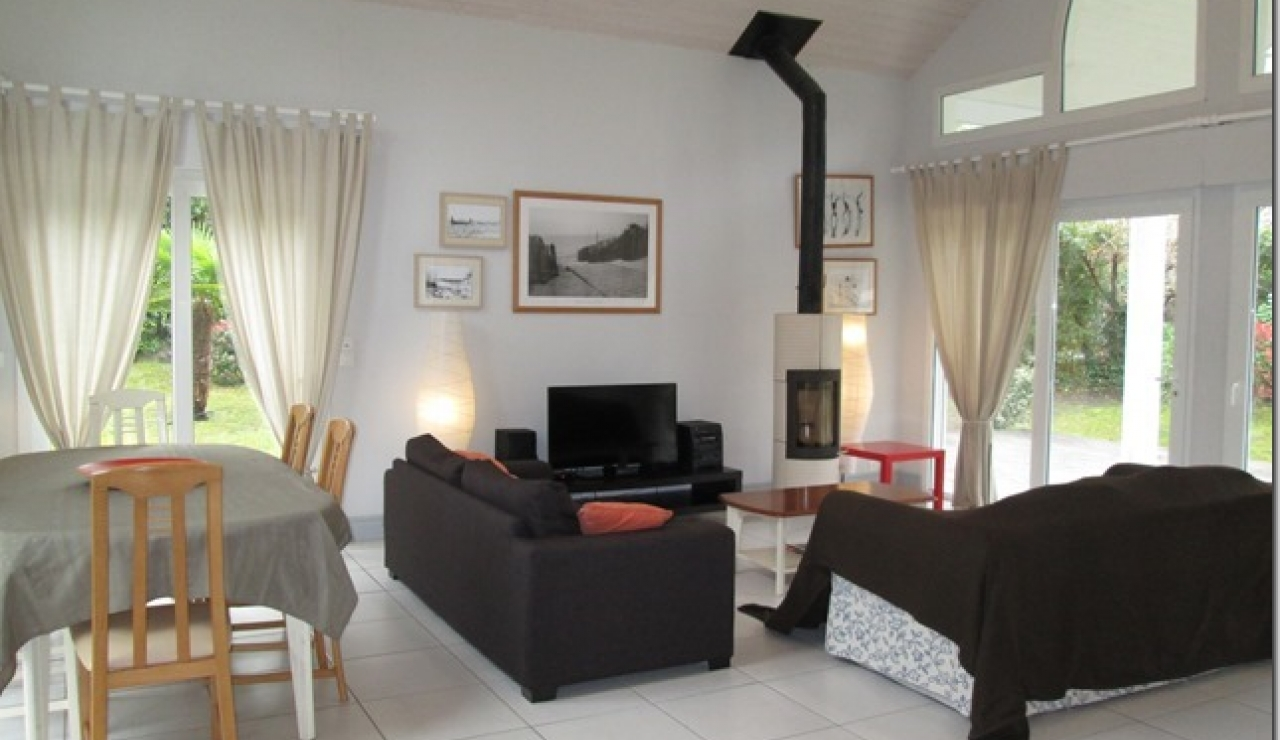 biscarrosse-villa-with-pool-living-2