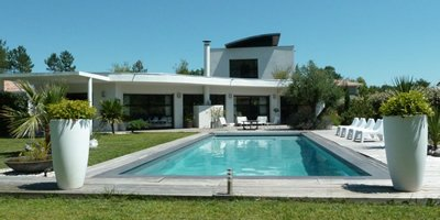 Villas in France with pool near beach